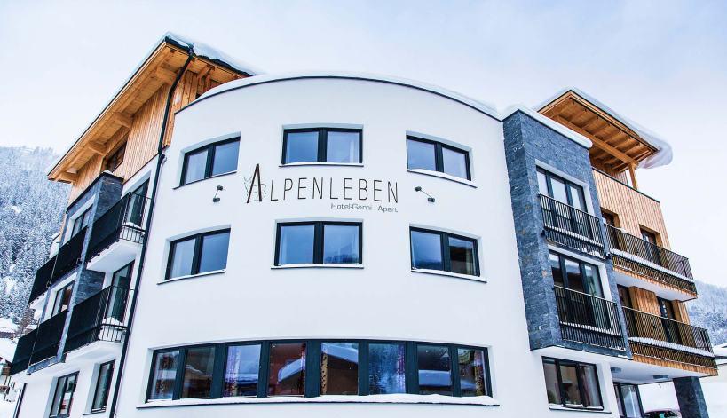 """Das """"Alpenleben"""" von außen: Stilvoll. elegant, reduziert."""